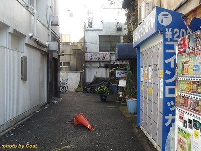 街角自販機とコーン.jpg